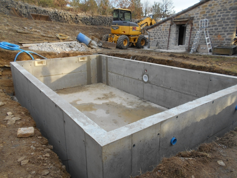 Construction de piscine b ton for Construction piscine 19