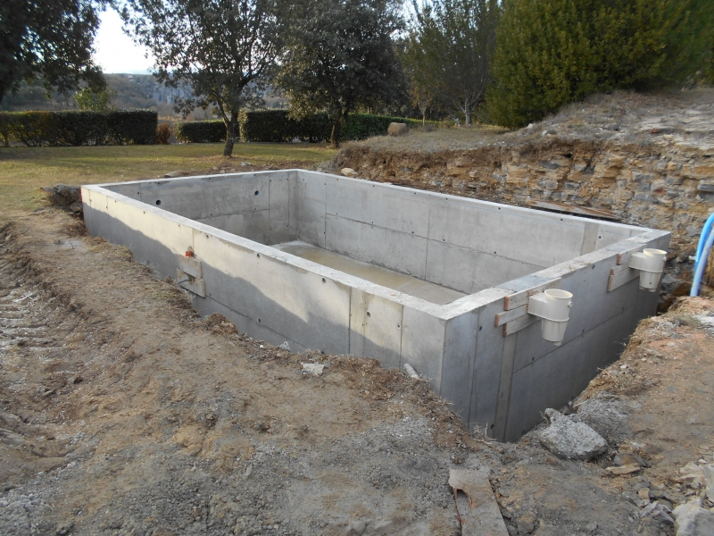 Construction de piscine b ton for Construction piscine hors sol en beton